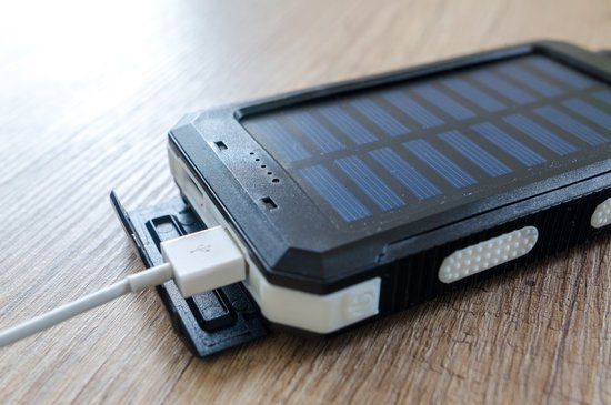 How long to charge a 25000 mAh power bank with solar panels?
