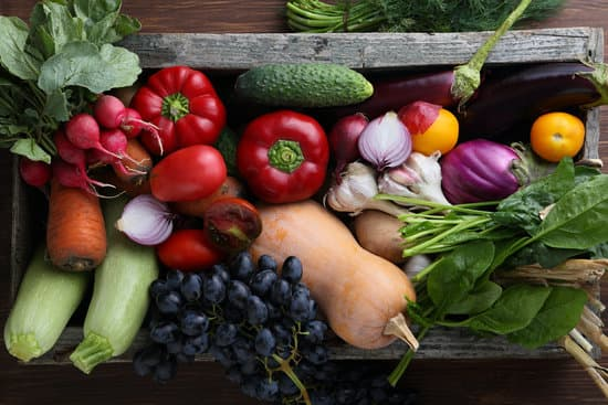 Do Green Anoles Eat Veggies?