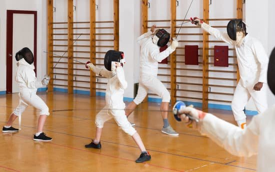 Fencers exercising techniques in battle - Photos by Canva
